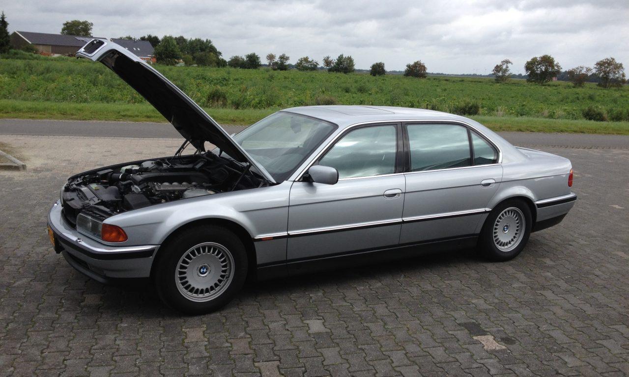 E38 BMW 750 IL V12