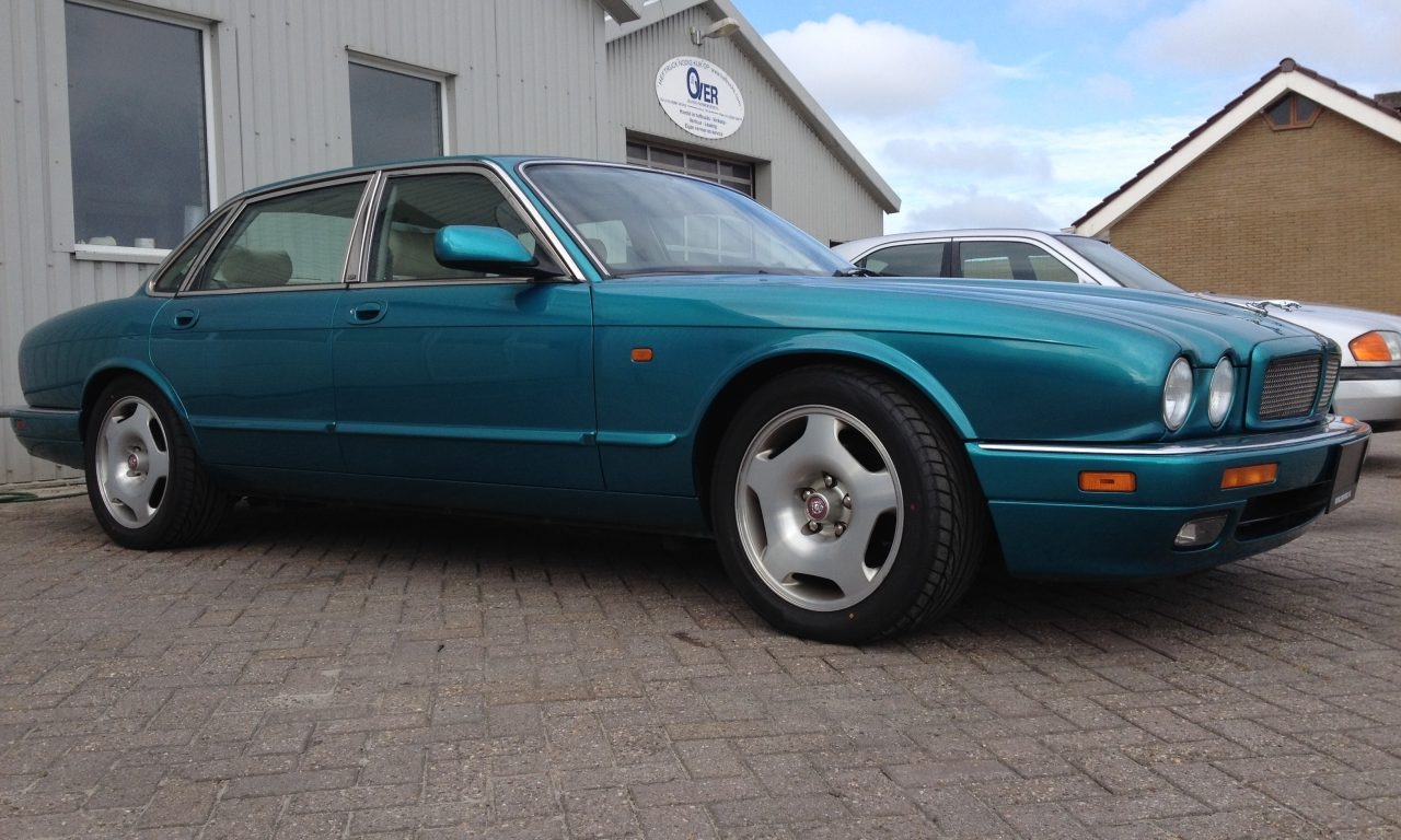 Jaguar XJR x300 side view