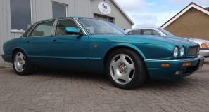 Jaguar XJR x300 side view