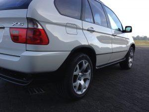 BMW X5 e53 4.4i V8 white side