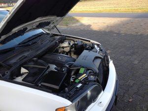 BMW X5 e53 4.4i V8 white engine