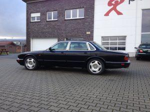 Jaguar XJR X300 1