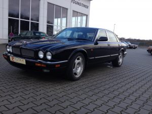 Jaguar XJR X300 3