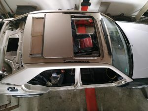 W201 V12 prepare the car for painting 6