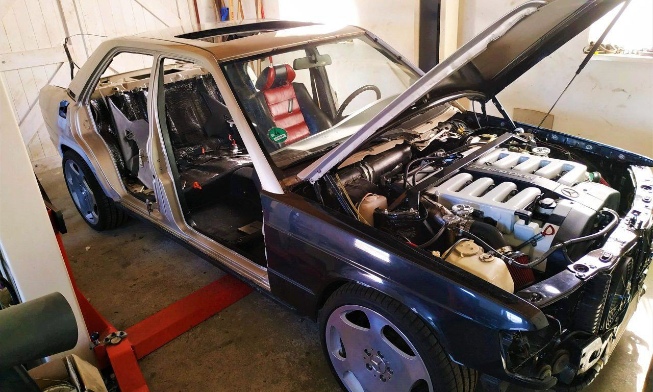 W201 V12 prepare the car for painting 3