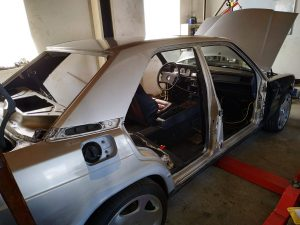 W201 V12 prepare the car for painting 1