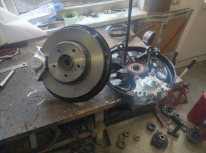 Rear Wheel hub rebuild + new brake parts S124 V8 Turbo 1