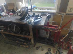 Rear Wheel hub rebuild + new brake parts S124 V8 Turbo 3