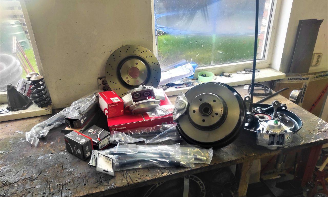 Rear Wheel hub rebuild + new brake parts S124 V8 Turbo 4