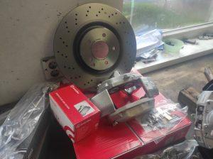 Rear Wheel hub rebuild + new brake parts S124 V8 Turbo 5