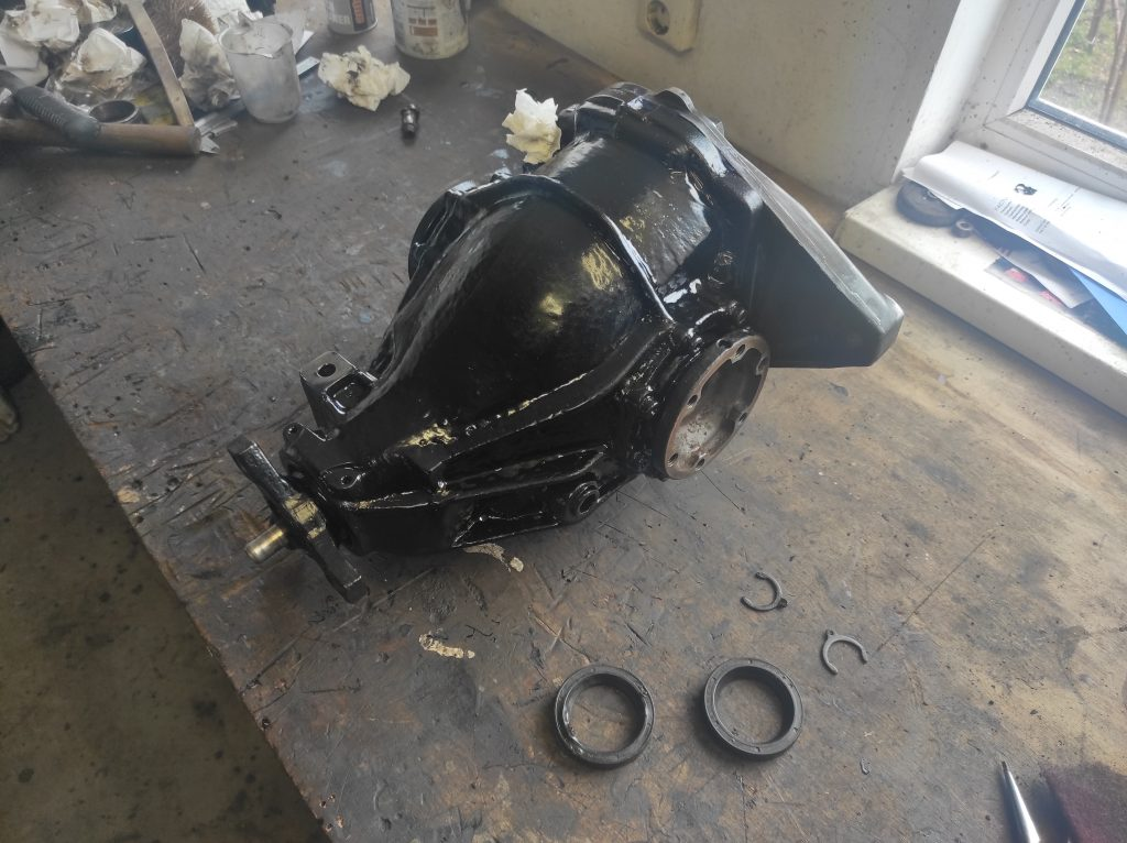 New seals and paint for the differential V8-turbo project 4