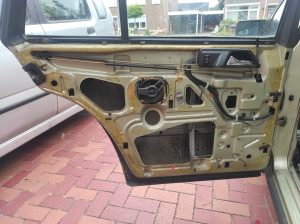 W124 HOW TO: remove dashboard + centerconsole + parts attached 1