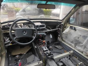 W124 HOW TO: remove dashboard + centerconsole + parts attached 4
